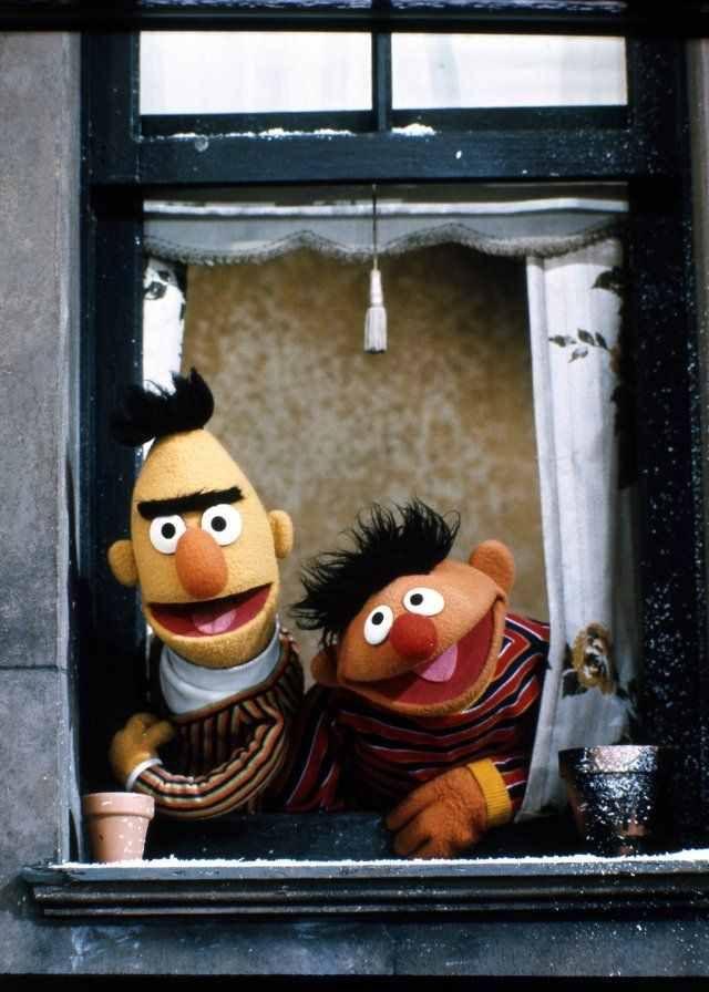 Bizi tekrar yayınlayın! Çocuklar bizi özledi! Hey,kime diyoruz? :)  BERT and ERNIE = Sesame Street  Edi ile Büdü -Susam Sokağı