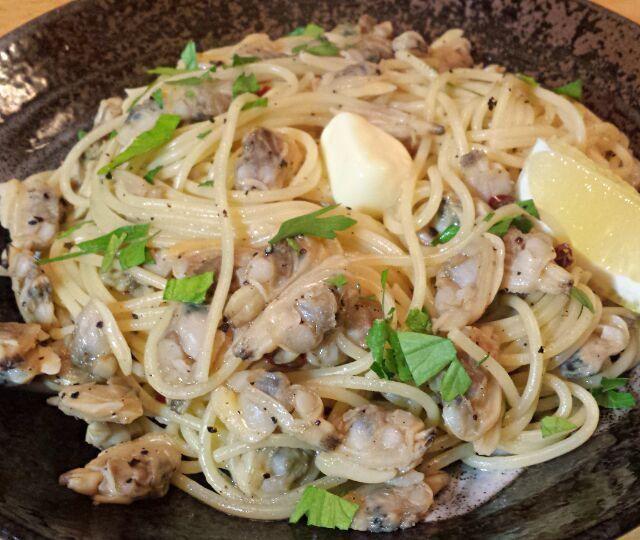 あまりお腹は空いてなかったんだけど、夜中にお腹すいてしまうので、とにかくあり物で(^_^) - 372件のもぐもぐ - あさりバターで、ペペロンチーノ! by Shigeyuki901