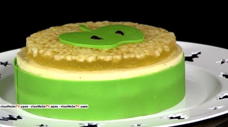 La torta melamangio di mele golden del pasticciere Gianluca Aresu, proposta all'interno del programma di Alice Festa in tavola.