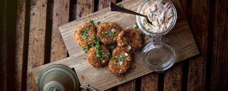 Fishcakes og Coleslaw - Kartofler, pankorasp, hvidløg, lime, makrel og forårsløg