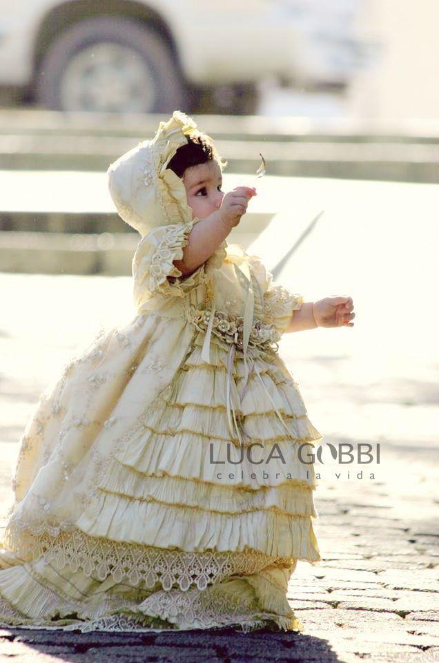 Ropones de Bautizo para Niña. Encuentra este Hermoso Ropón en www.Lucagobbi.com #Ropon #Bautizo