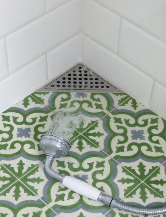 Golvbrunnen i hörnet! Litet badrum – stor förändring | Leva & bo | Expressen