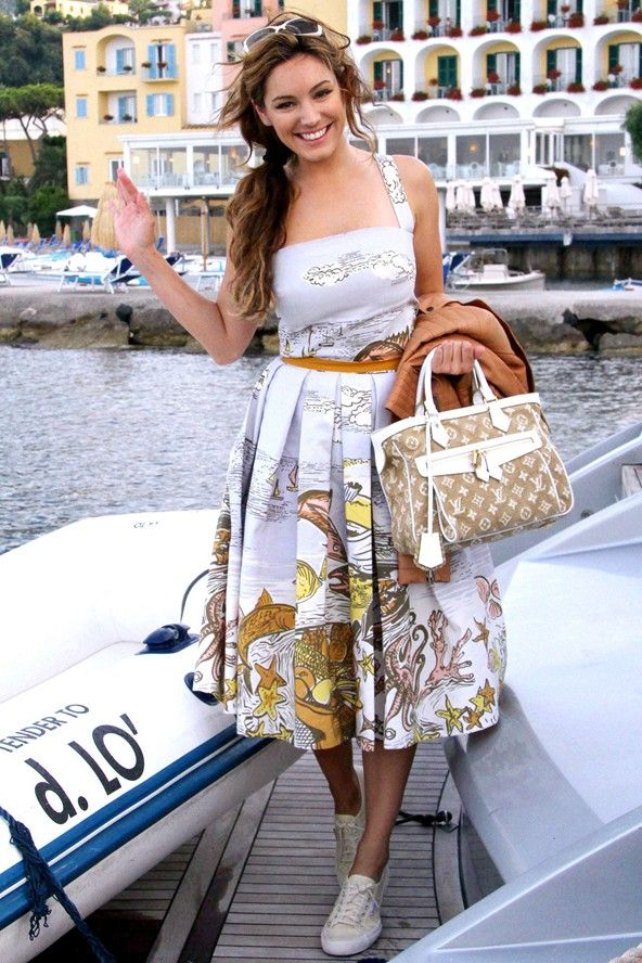 Kelly Brook in Italy. Dolce and Gabbana and Louis Vuitton