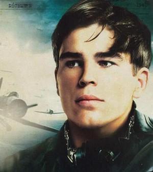 A good reason to watch Pearl Harbor, Josh Hartnett.