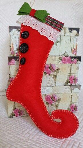 Botas navideñas para Tachis by Karla Marenco.  Fieltro, cintas, botones y mucho cariño.