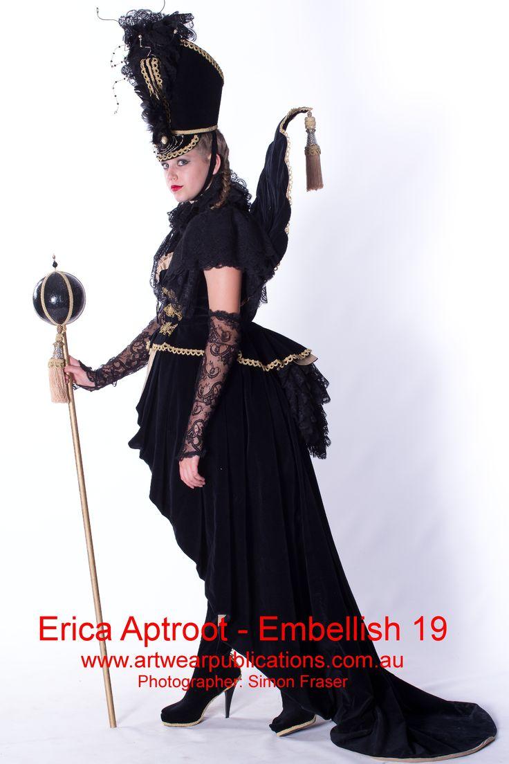 The Making of a Drama Queen - great wearable art by Erica Aptroot!  www.artwearpublications.com.au  #wearableart #textileart