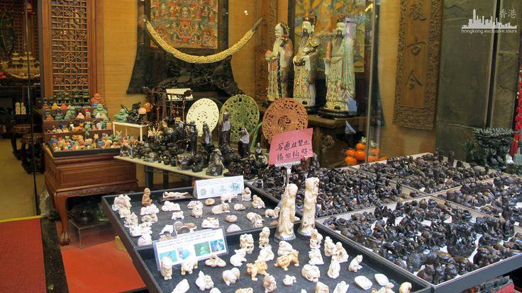 Антикварные магазины и блошиные развалы.  http://www.ritc.com.hk/