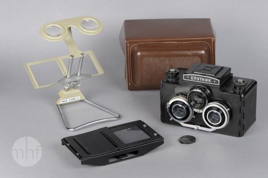 Aparat fotograficzny Sputnik (L 481) (Stereo-komplet); Wytwórnia sprzętu fotograficznego LOMO - Leningradskoye Optiko Mekhanicheskoye Obyedinenie; Rosja - Petersburg; 1965-1975; Utwór w domenie publicznej.