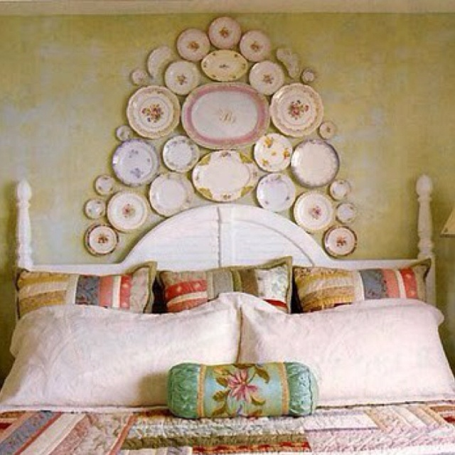 Antique plates above the headboard home decorating - Above the headboard decorating ...