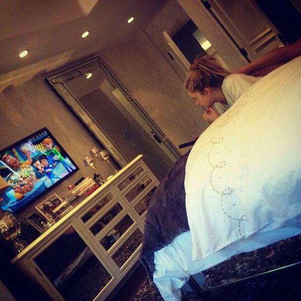 Kendall Jenner Instagram Picture Stas Watching Cartoons Stassiebabeyy Bedrooms Pinterest