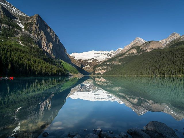 Dawn at Lake Louise in Canada. One of the most breathtaking Park I have been... I love Banff!  #banff #nationalpark #canada #alberta #trip #travel #traveler #traveling #instatravel #travelgram #nikon #d7100 #tokina #nofilter #photography #📷 #instagram #instaphoto #nature #naturephotography #instanature #photo #discovercanada #uniquesharing #lake #louise #mountains #lakelouise