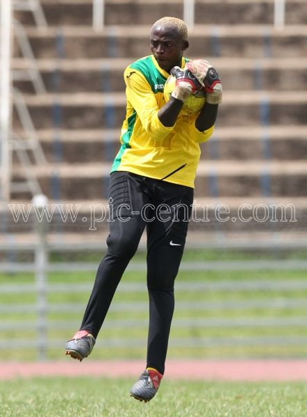 Harambee Stars goalkeeper Wilson Obungu during training session at Nyayo National Stadium on May 14, 2014. Stars will play Comoros Island in the 2015 AFCON preliminary match on Sunday at the same venue. Photo/Fredrick Onyango/www.pic-centre.com