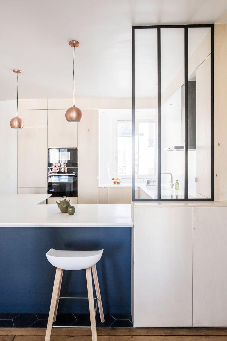 Pintar gabinetes de cocina ideas uk - Anne Laure Dubois Uses Dark Blue Tiles And Poplar Plywood To Update Paris Apartment