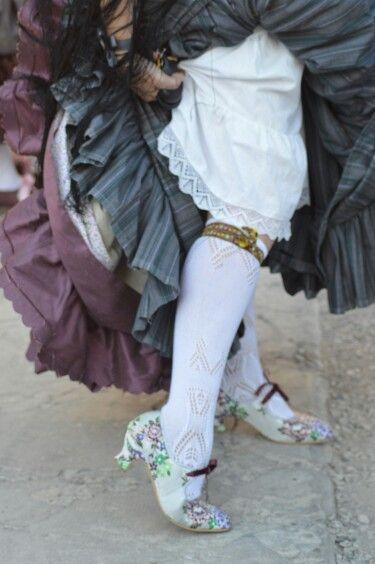 Lligacames, falda, enagua y sobrefalda