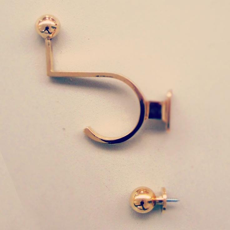 Brass hooks for adults & children. http://www.byggfabriken.com/sortiment/beslag/krokar-och-hangare/info/produkter/575-233-klaedkrok/  http://www.byggfabriken.com/sortiment/beslag/knoppar-och-handtag/info/produkter/580-242-knopp-ribershus-25/