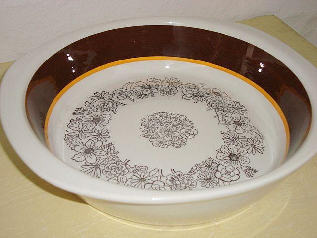 """GEFLE """"Maud"""" 1977-79 design JACKIE LYND #trendyenser #gefle #maud #jackielynd #swedishdesign #svenskdesign #retro #dinnerware #dish #fad #sælges #forsale on www.TRENDYenser.com."""