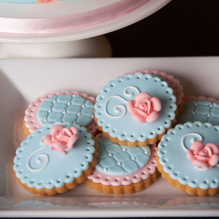 Couture Cupcakes & Cookies: Shabby Chic Vintage Cake