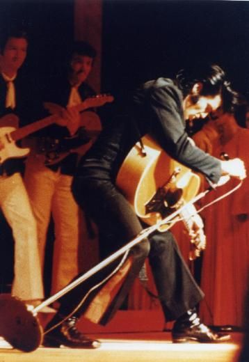 <3 Elvis 1969 - The way he is leaning allows his hair to fall in a manner reminiscent of his early 1950s performances