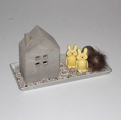 Påskedekoration - Cementhus og gule kaniner - mystone.dk