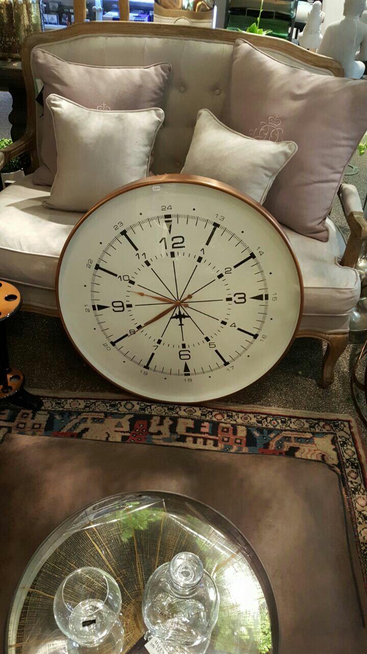 שעון בסלון