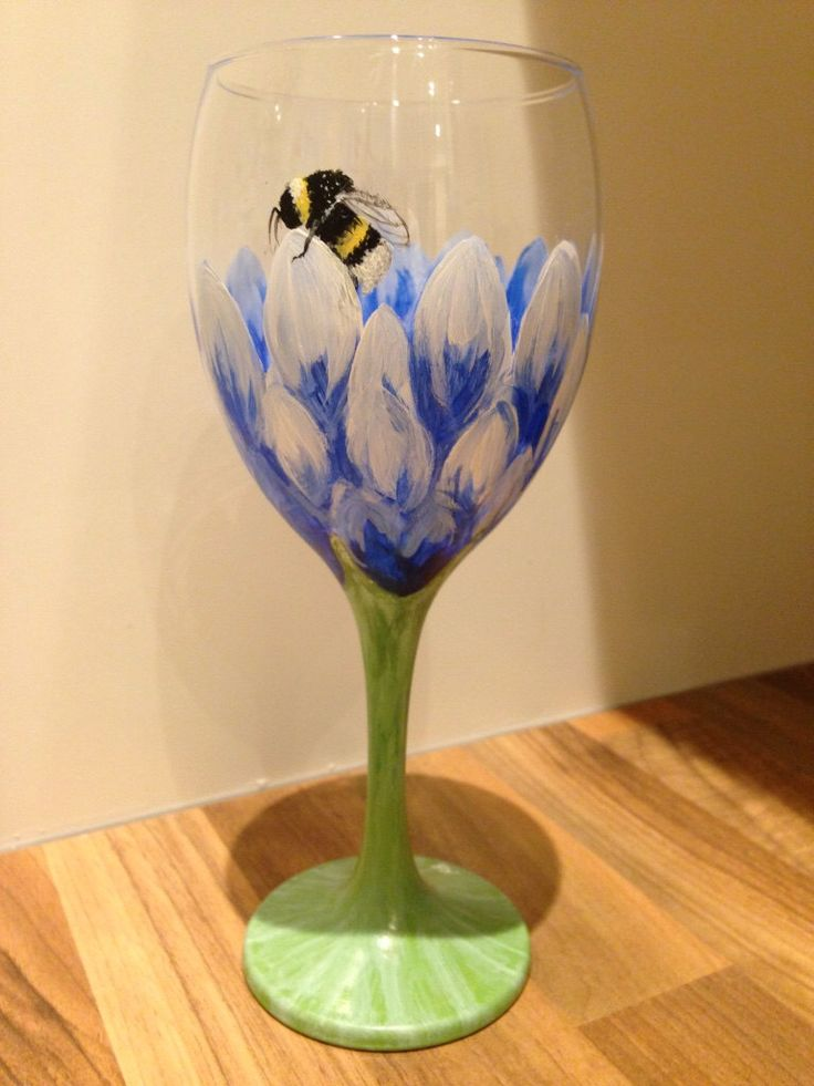 Hand painted wine glass blue Dahlia with bumble bee by MyMiniShedio on Etsy https://www.etsy.com/listing/262904956/hand-painted-wine-glass-blue-dahlia-with
