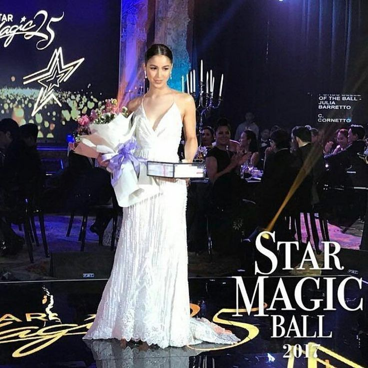 "6,621 aprecieri, 25 comentarii - @lalaflores16 pe Instagram: ""Congratulations Jul!! ✨✨✨✨✨ #JuliaBarretto #BelleoftheBall  #StarMagicBall2017 📸cto @maelzkie_19"""