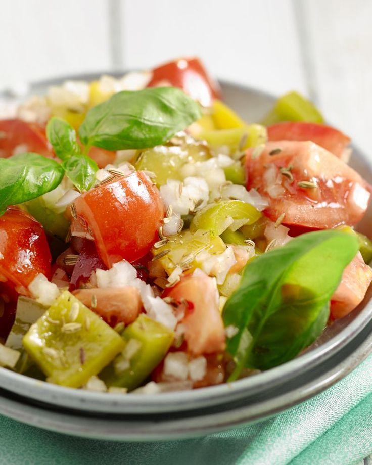 Deze salade wordt overal in Marokko als fris bijgerechtje geserveerd. De komijn zorgt voor de typische onderscheidende smaak.
