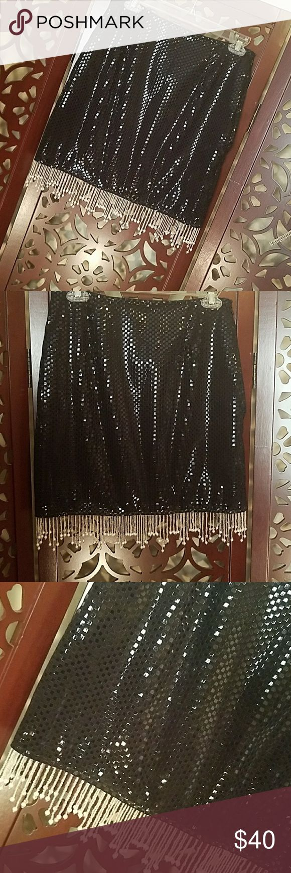 Linda Segal Embossed sequined skirt sx. 6 Linda Segal Embossed sequined skirt sx. 6, Beaded fringe,  Lining is sewn to skirt.  This skirt would be great for my followers who sing on stage or just to out. In excellent preloved condition Linda Segal  Skirts Mini