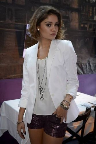 shorts de paete + blazer branco