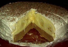 Jeden z nejlepších nepečených dortů, jaké jste kdy jedli. Sušenky spolu s nápojem Fanta, banány ve vanilkovém krému a na vrchu šlehačka. Hotové sladké pokušení. Mňam!