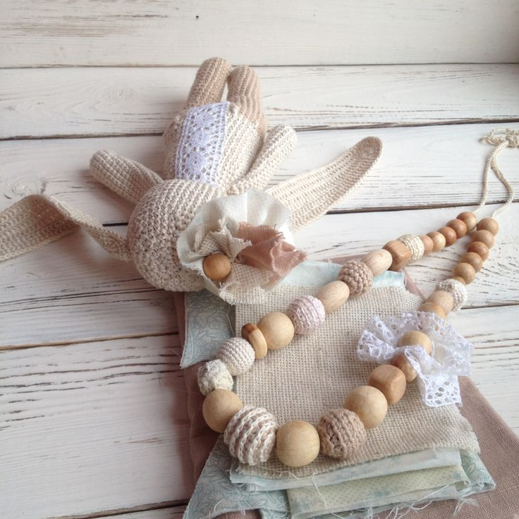 Crochet bunny and nursing necklace in shabby chic stile. Wonderful present for newborn baby and young mother. #crochet #nursing #crochet #toys #necklace #shabby #chic