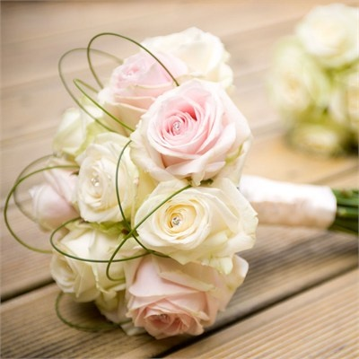 Sarah and Michael used Girl Flower based in Maidstone to help them decorate their wedding florally. Sarah's bridal bouquet consisted of pale pink and ivory Avalanche roses tied together with gorgeous satin ribbon, finished with sparkling diamante crystals. The wedding flowers were fresh