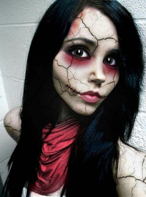 Halloween Make up Ideen, wie Sie Ihr Gesicht schminken. In der Nacht am 31. Oktober verwandeln sich Männer, Frauen und Kinder in merkwürdige Wesen, um den
