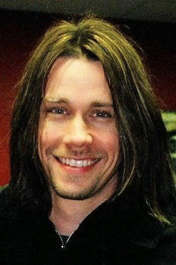 Myles Kennedy.... And WHO is gonna save you when I'm gone, who will watch over you when I'm gone? song sung so well