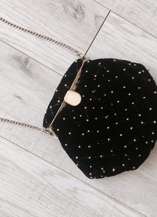 Kup mój przedmiot na #vintedpl http://www.vinted.pl/damskie-torby/torby-na-ramie/16253906-czarny-woreczek-ze-zlotymi-cwiekami-z-odpinanym-lancuszkiem