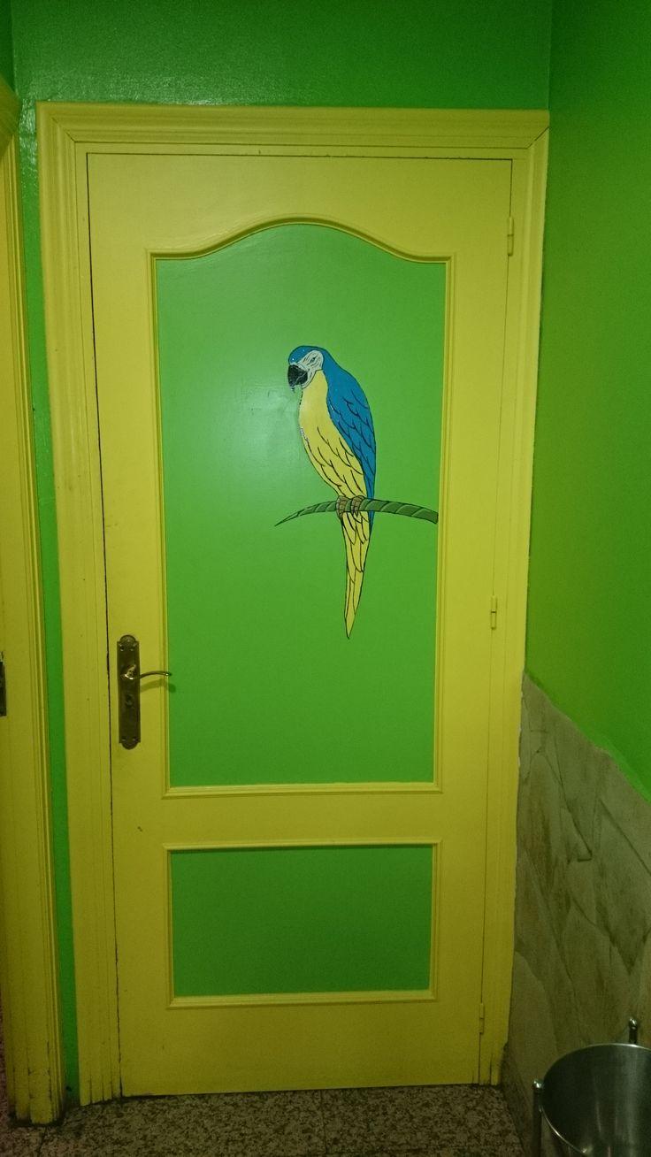 Grön toalettdörr på restaurang i Nerja, Spanien #nerja