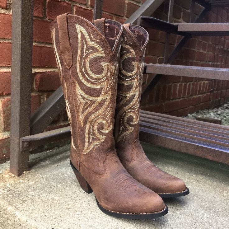 Tired of cute western boots not fitting in the calves? Here's a pair of women's western boots that are created for the wide calf. The Crush by Durango® Jealousy Women's Wide Calf Western Boot is desig