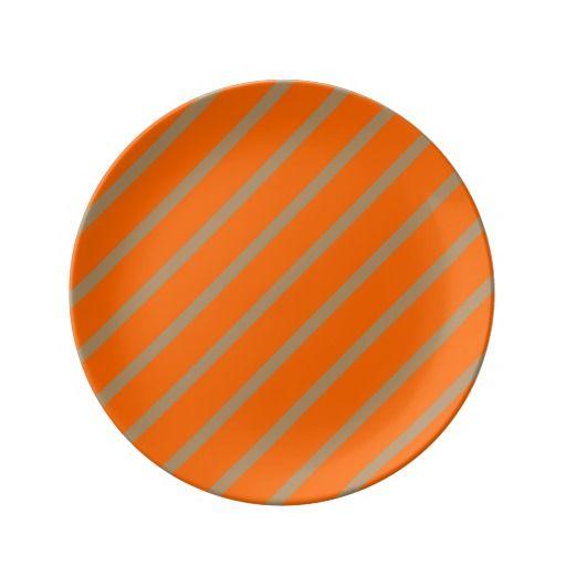 Porcelain Plate with Gold-Orange Stripes. Porseleinen bord met Oranje-Gouden Strepen. Beschikbaar in diverse kleuren en designs.