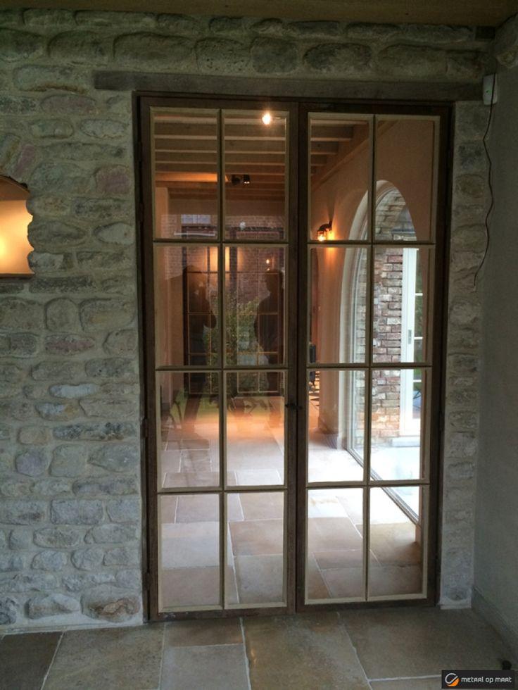 Stalen ramen en metalen binnenschrijnwerk stalen deur - Glazen salontafel en smeedijzer ...
