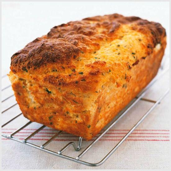 Cake sans gluten à la feta et aux herbes #recette #cake #fromage #sansgluten #facile