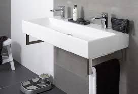 Afbeeldingsresultaat voor badkamer tegelstroken achter wasbak