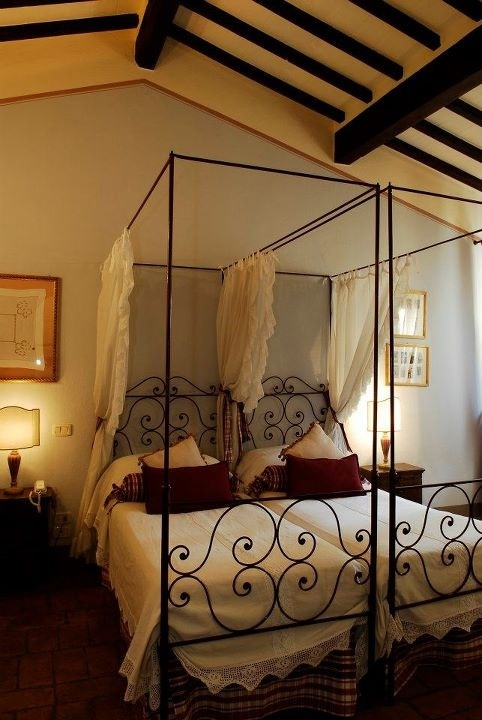 Romantic room at Locanda, nothing is better then fell asleep lulled by the water of the river