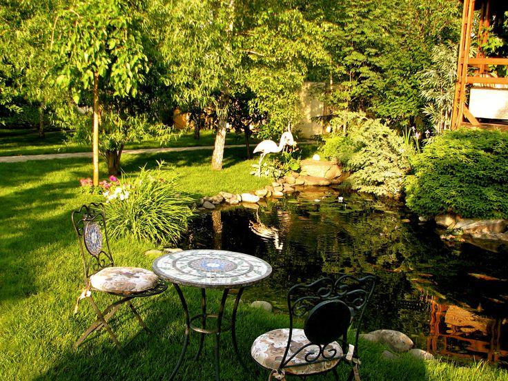 В японском саду должны быть яркие акценты. Чаще всего ими выступают цветущие деревья и кустарники. Ландшафтный дизайн реализован студией Укр Ландшафт www.ukrpark.com