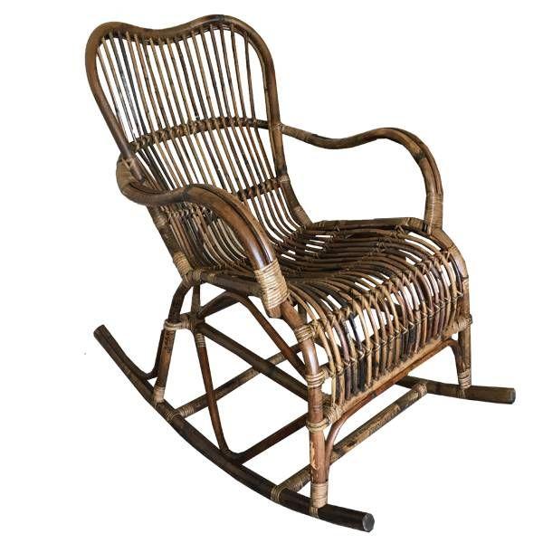 Deze bruine rotan schommelstoel van de Sweet Living collectie heeft een breedte van 56 cm, een diepte van 95 cm en een hoogte van 86 cm.