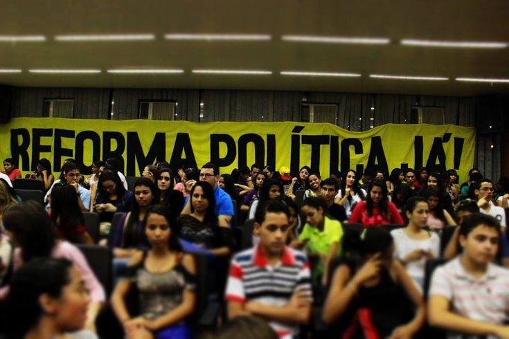 """""""Plebiscito"""" online pergunta se população apoia ou não uma reforma política baseada em igualdade de direitos, democratização da mídia, desmilitarização da polícia e maior representatividade parlamentar."""