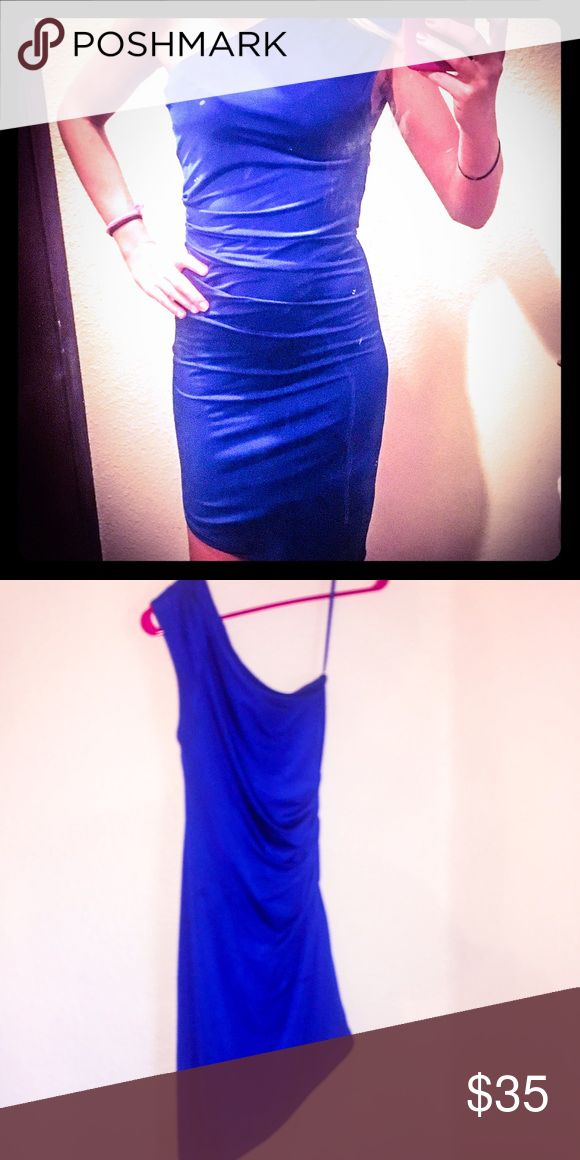 Super sexy royal blue cocktail dress-size small! Super sexy-Royal Blue- one shoulder cocktail dress from Arden B. Size small! Only worn once! It's a gorgeous & comfortable slim fitting dress that really shows off your curves! PERFECT FOR HOLIDAY & NYE PARTIES!!🎉 Arden B Dresses One Shoulder