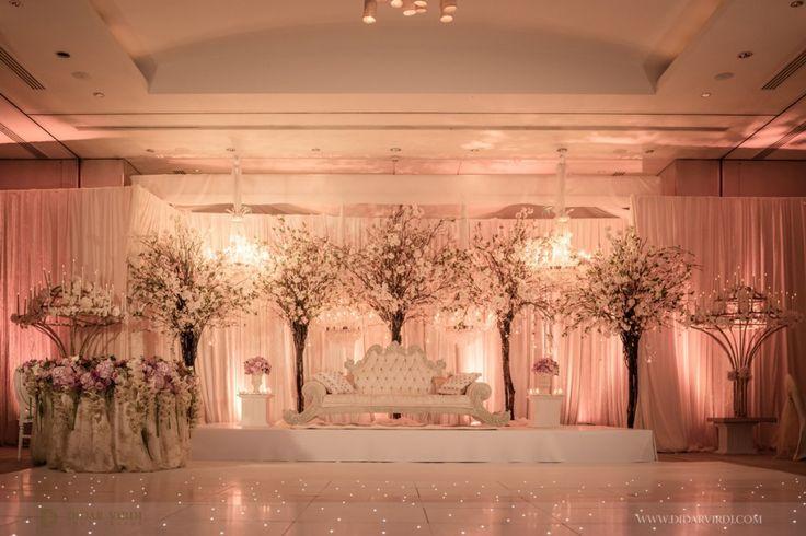 Indian wedding head table ideas.  Wedding reception asian-wedding-stage