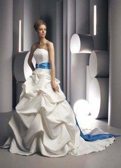 elegante trägerlosen plissiert mit blauer Schärpe farbige Brautkleider