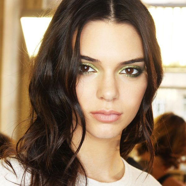 Kendall Jenner is every low-maintenance girl's beauty icon. In comparison to her four sisters, Kendall tends to stay away from contouring, hair extensions, and bold beauty trends in general— unless it's related to her modeling career. However, that doesn't mean that she still doesn't seek beauty advice