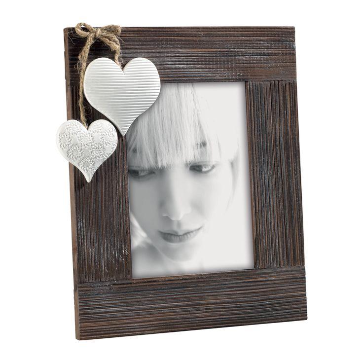 PORTAFOTO IN LEGNO DI PINO A101   Portaritratti in legno scuro e rigato con decorazione cuori in resina.